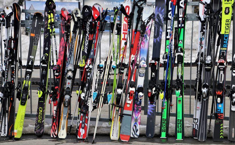 Jak prawidlowo przewozic narty